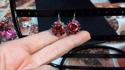 Orecchini anellini con rosa