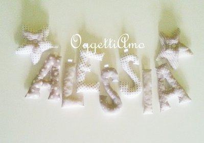 ALESSIA: una ghirlanda di lettere beige e bianche per decorare la sua cameretta!