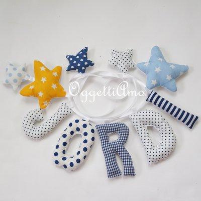 JORDI: una ghirlanda di lettere imbottite sui toni del blu e giallo per decorare la sua cameretta con il suo nome!