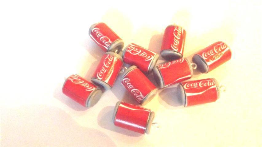 Dalla serie STREET FOOD -un ciondolo LATTINA COCA COLA CLASSICA   fimo - per orecchini e braccialetti