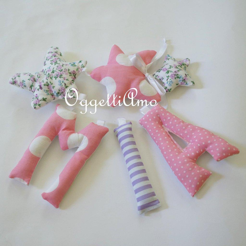 MIA: una ghirlanda di lettere imbottite rosa e viola per decorare la sua cameretta!