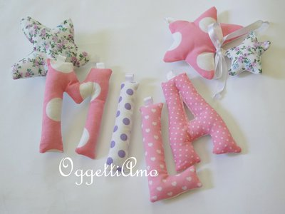 MILA: una ghirlanda di lettere imbottite rosa e viola per decorare la sua cameretta