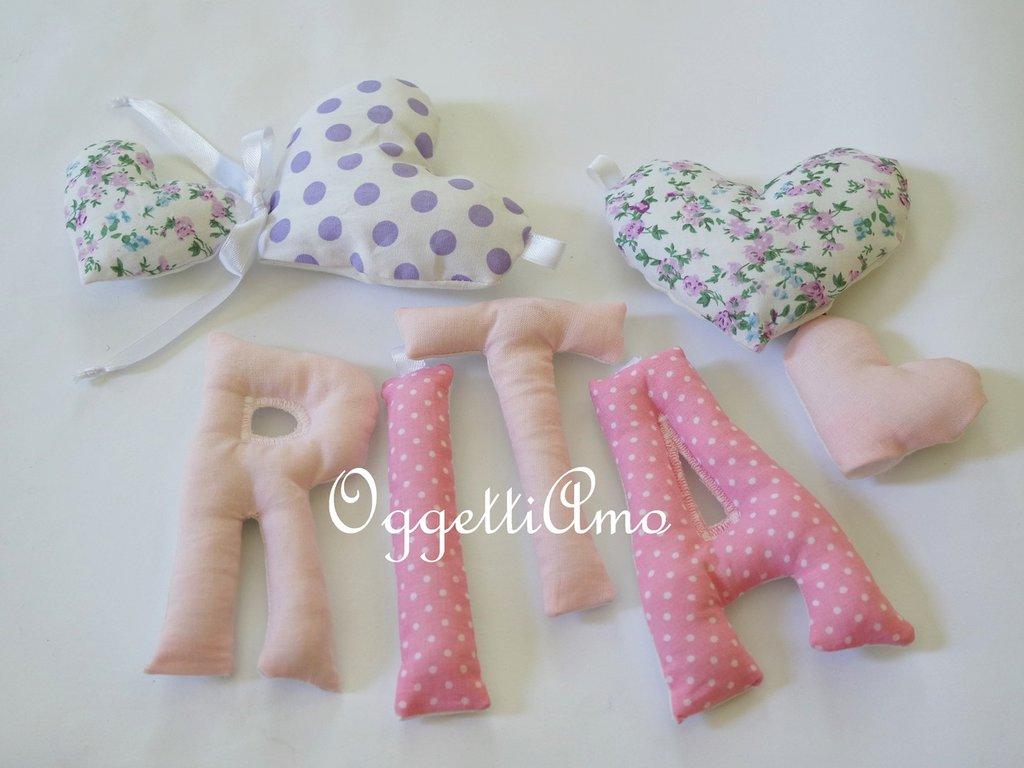 RITA: una ghirlanda di lettere rosa e viola per comporre il suo nome!