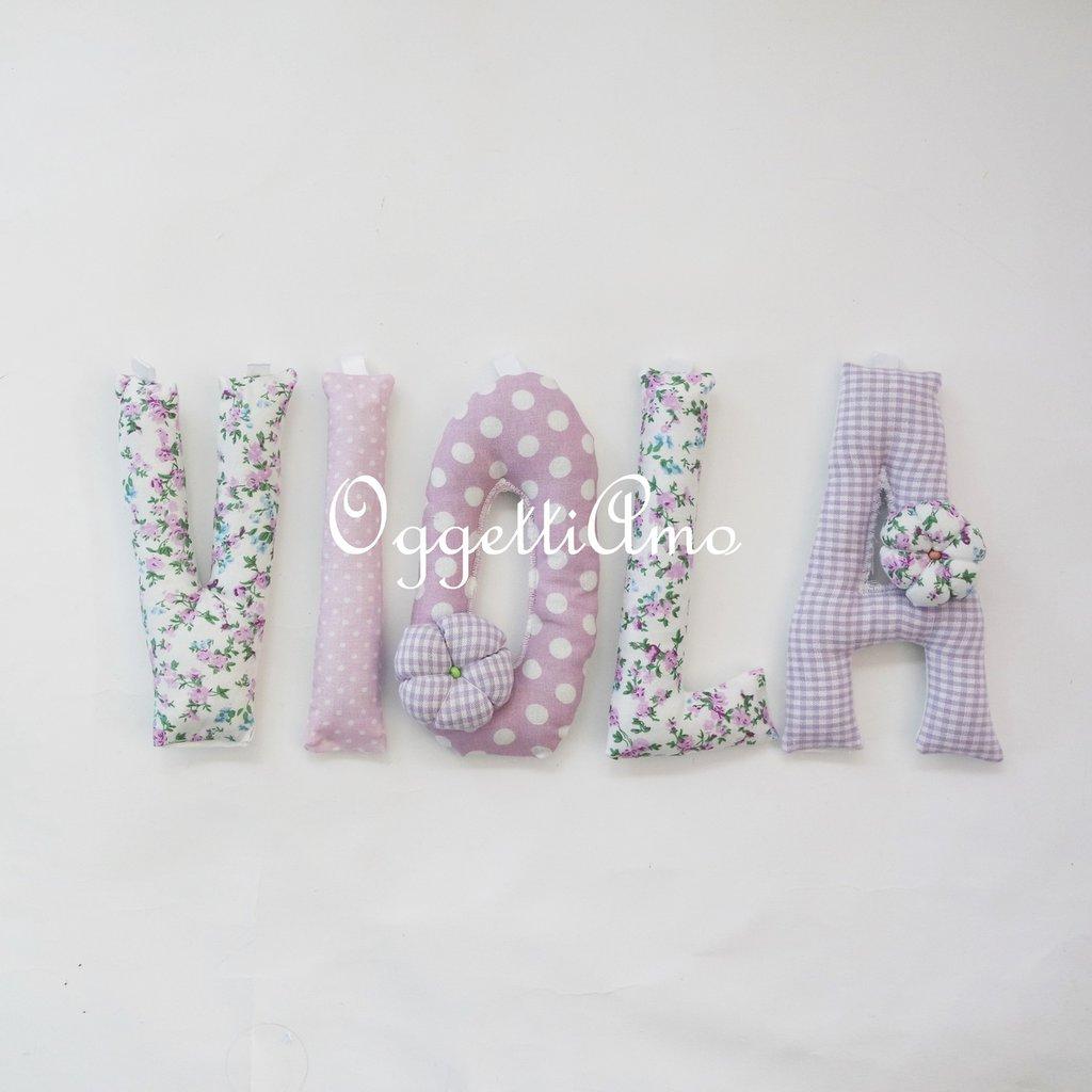 VIOLA: una ghirlanda di lettere di stoffa glicine imbottite per decorare la sua cameretta!