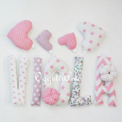 VIOLA: una ghirlanda di lettere rosa e lilla per decorare la sua cameretta con il suo nome!