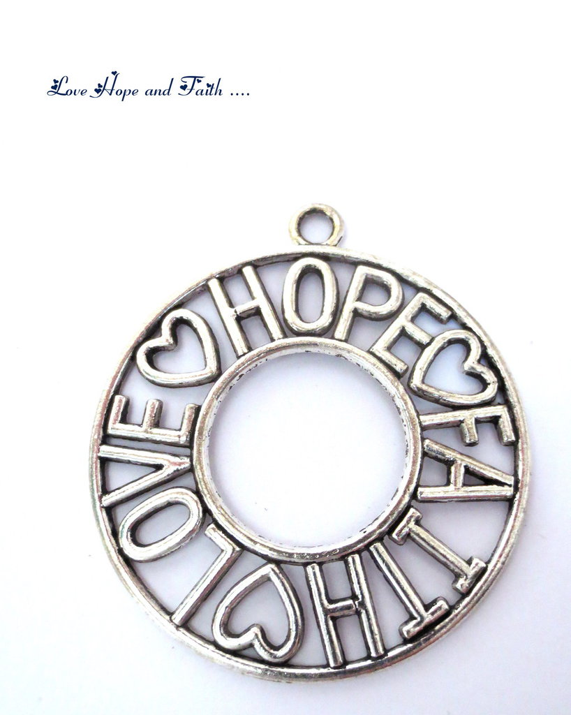 "Charm ciondolo ""LoveHopeFaith"" color argento (65x58mm) (cod.000)"