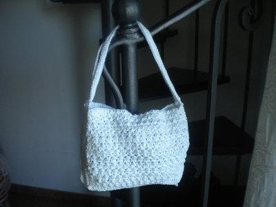 borsa bianca lavorata a l'uncinetto
