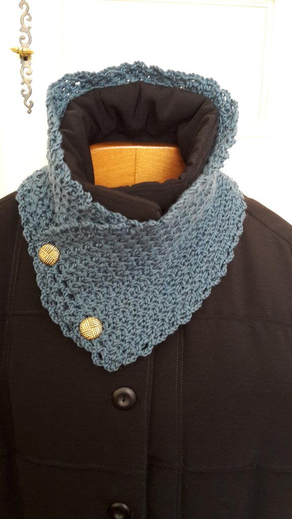 collo in lana con bottoni