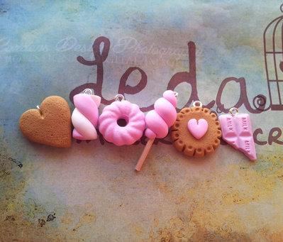Lotto 6 ciondoli in fimo, dolcetti rosa