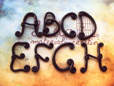 Lettera dell'alfabeto ciondolo in fimo