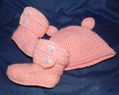 Stivaletti e cappellino bebè ROSA   lana stile Ugg da 1 a 4 mesi