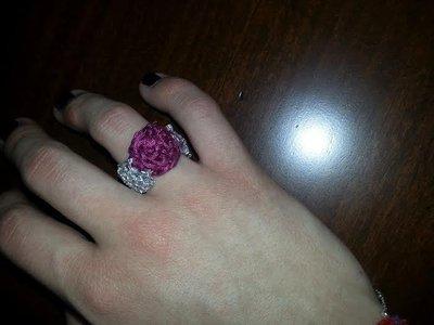 anello uncinetto color argento e viola