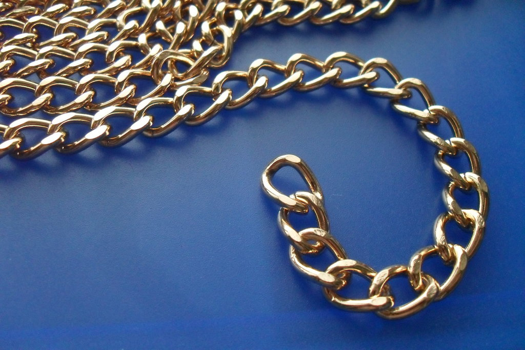 catena dorata per borse