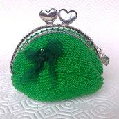 Borsellino portamonete verde smeraldo con clic clac a cuori, con fiocchetto in organza, fatto a mano all'uncinetto