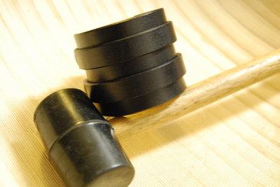 Bracciale in cuoio nero con due strisce