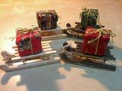 slitta in legno con regalino