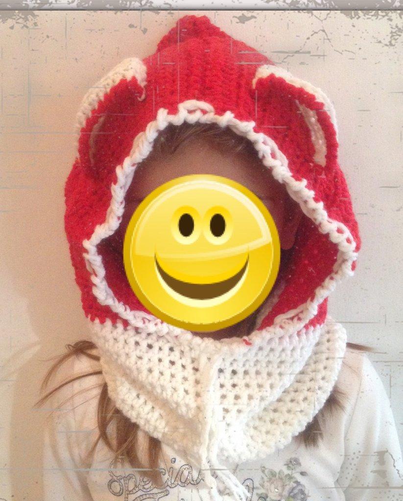 Cappuccio hood in lana con orecchie