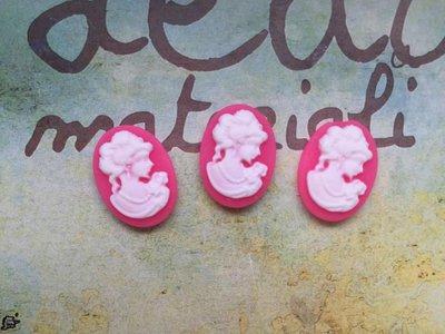 Cabochon resina con testa rosa intenso
