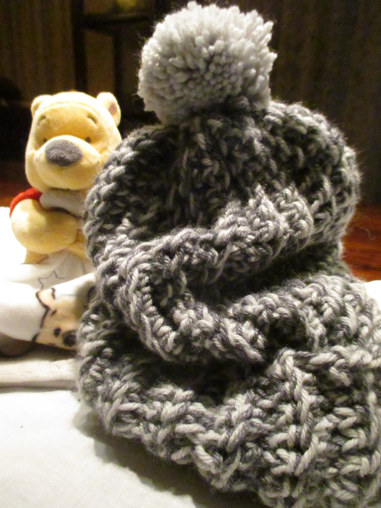Cappello bambino in lana bicolore con ponpon