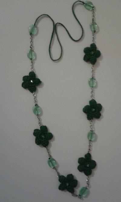 collana fiori verdi