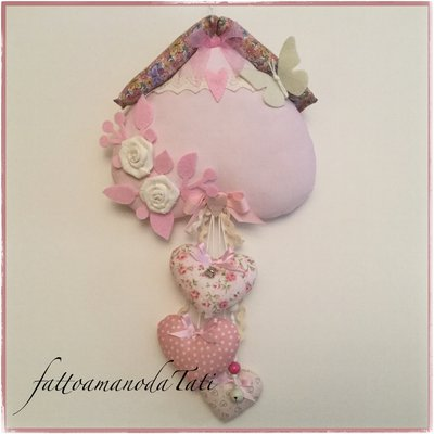 Fiocco nascita casetta in cotone rosa con cuori,rose e farfalla