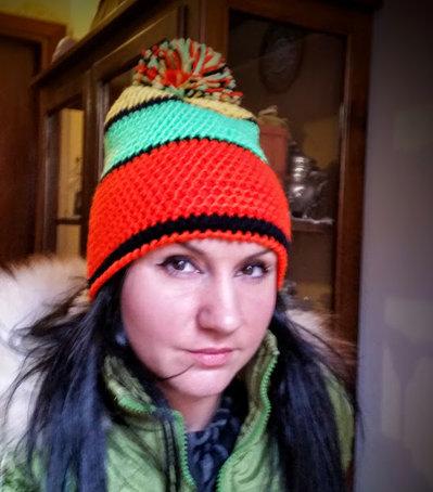 cappello   fatto all'uncinetto TG 53-55