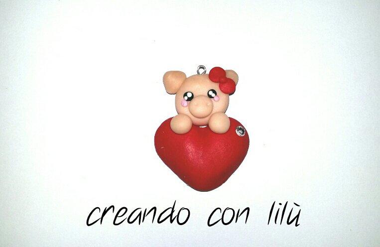 """ciondolo in fimo maialino su cuore collezione  """"Speciale San Valentino"""""""