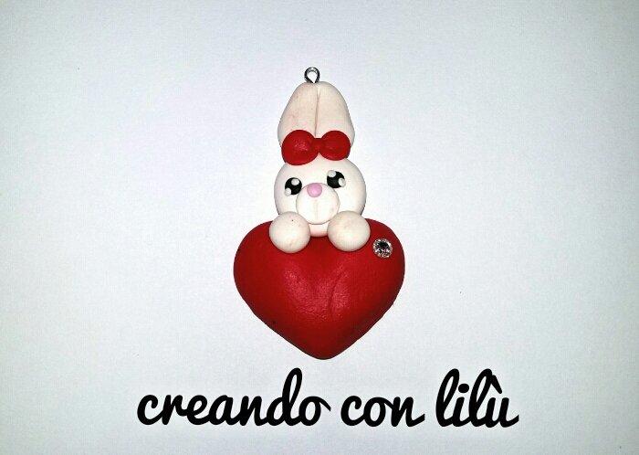 """ciondolo in fimo coniglietto su cuore collezione  """"Speciale San Valentino"""""""