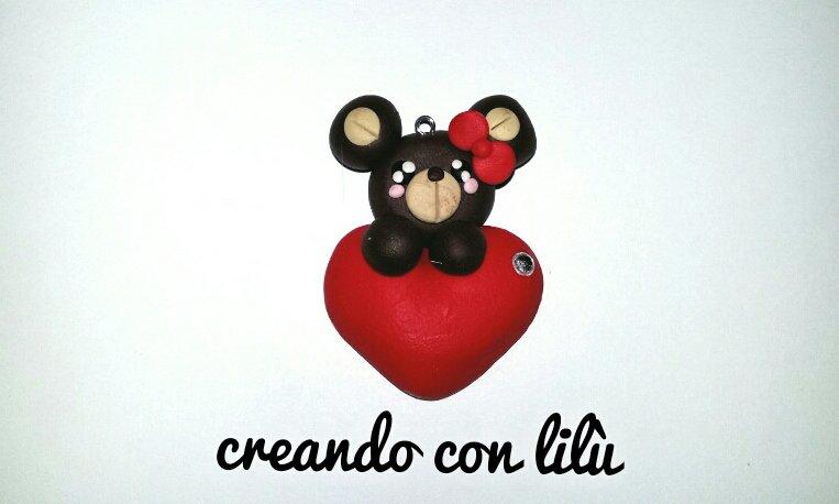 """ciondolo in fimo orsetto su cuore collezione  """"Speciale San Valentino"""""""