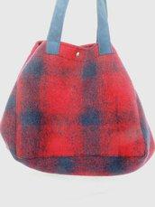 Borsa cubo in panno scozzese rosso e blu fatto a mano