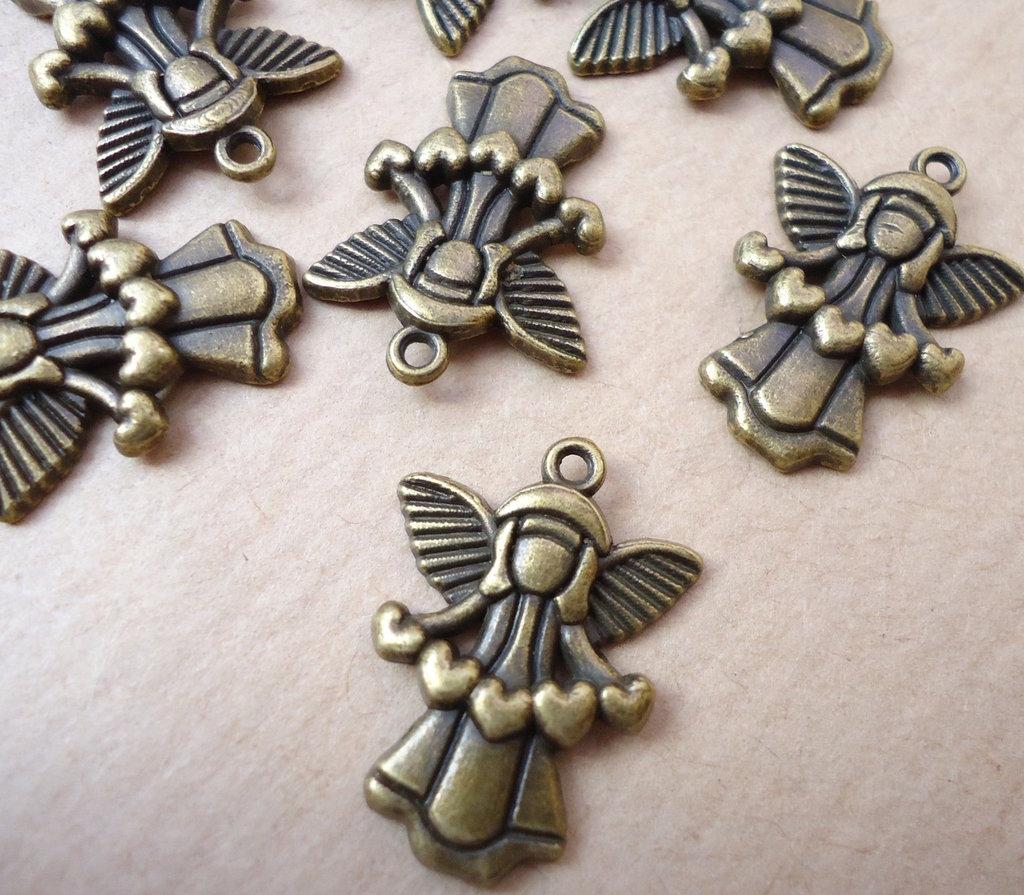 5pz ciondoli ANGELO CON CUORI - bronzo cm 2,2