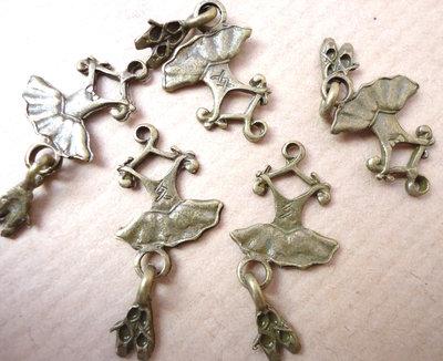 5pz ciondoli VESTITO BALLERINA CON SCARPETTE - bronzo cm 2,8