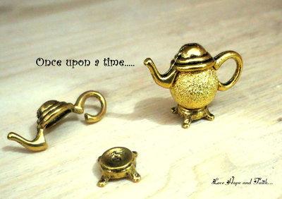 """1 set copri/porta perla color oro """"Teiera"""" (7-21 x 3-9 mm) (cod.04339)"""
