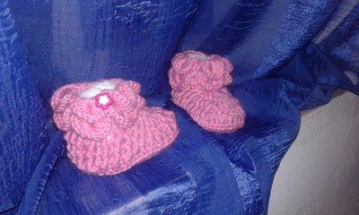 Scarpine di lana neonata lavorati a mano
