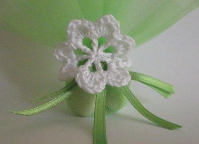 Bomboniera/Segnaposto con fiore a uncinetto