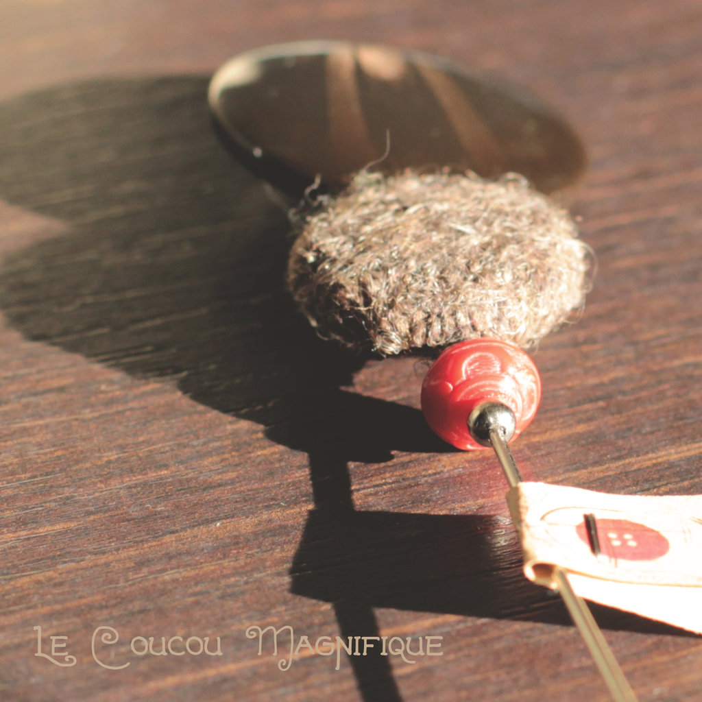Spillone marrone con bottoni vintage - S.5.2016
