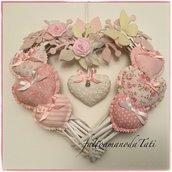 Cuore/fiocco nascita rosa 8 cuori con farfalla e roselline