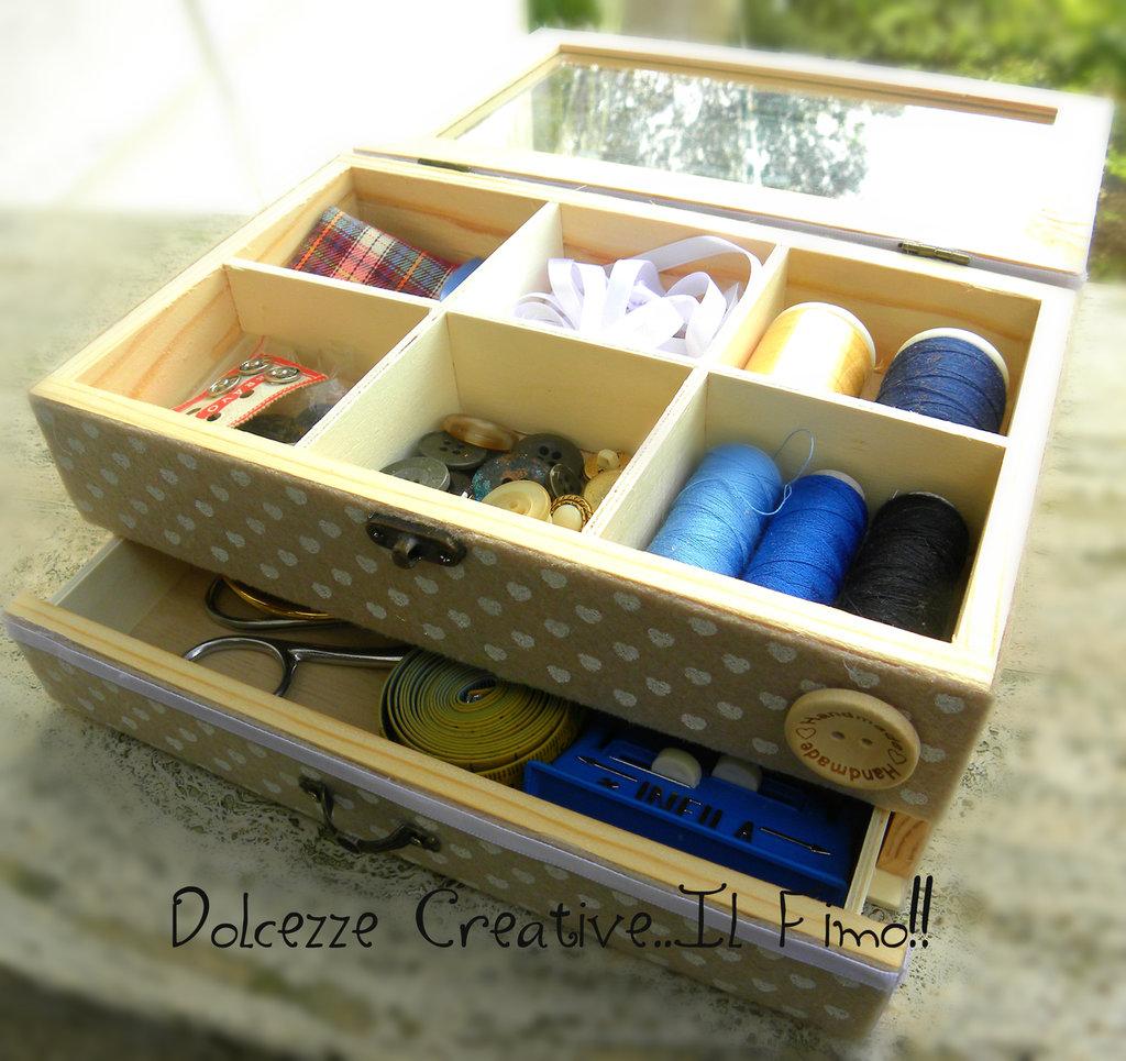 Scatola di legno Sarta - Sartoria - Attrezi per cucito con cassetti Effetto Shabby Chic con merletti e pannolenci, stampa a cuore