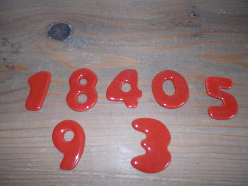 numeri in ceramica