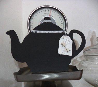 L'ora del tea.. teiera di compensato e vernice di lavagna per la cucina shabby