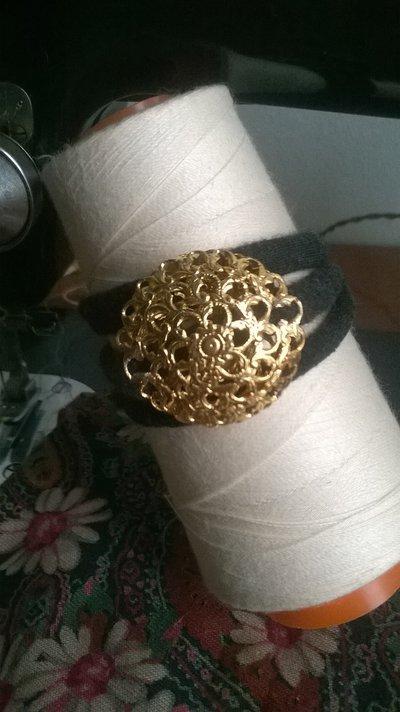 bracciale nero antracite charme dorato