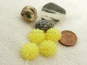 FUORI TUTTO 4PZ CABOCHON IN RESINA  FORMA  FIORE  CRISANTEMO  circa 15 mm  COLORE giallo chiaro