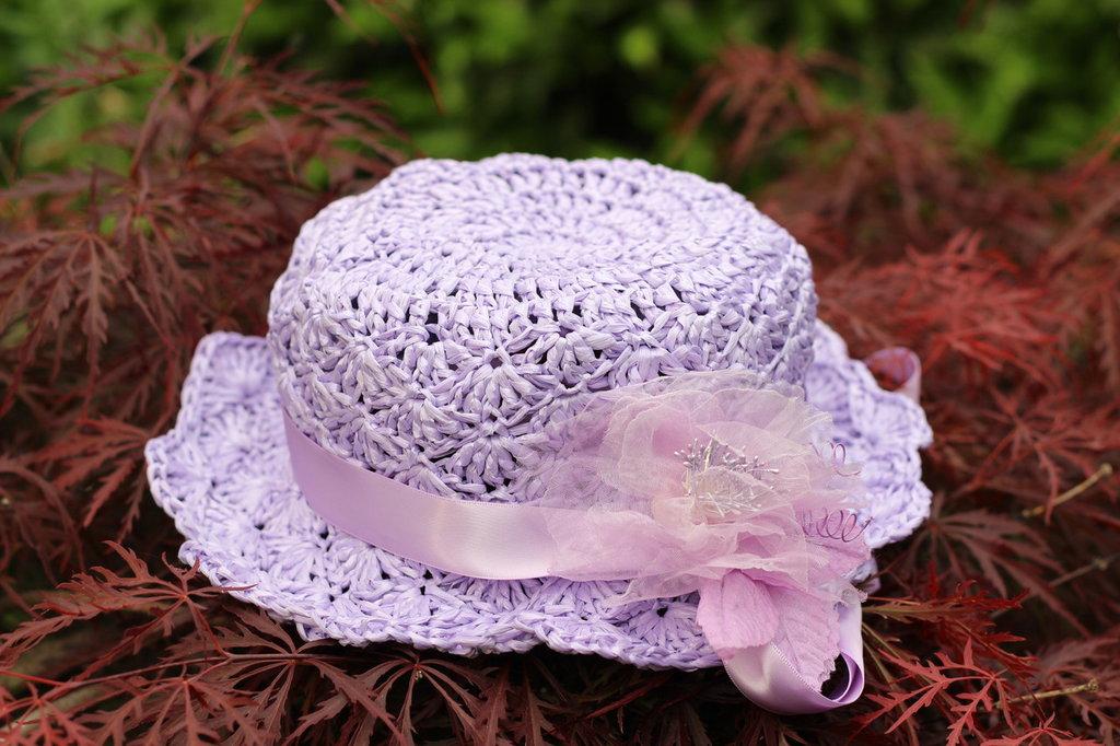 Cappello da cerimonia in rafia viola