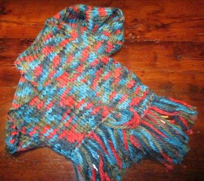 Sciarpa multicolore in lana con frange