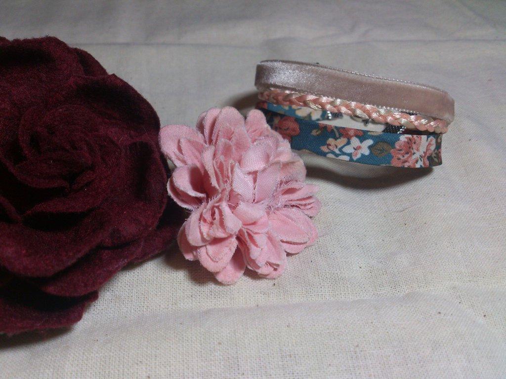 Bracciale stile provenzale con nastro floreale, treccia e velluto