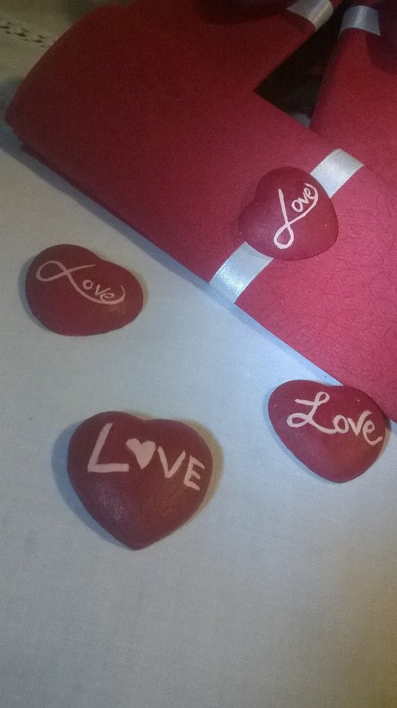 "cuori rossi ""love"""