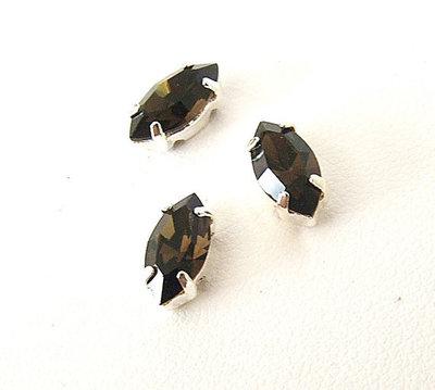 Navetta con strass in cristallo colore nero. Castone in metallo nikel free. 1pz