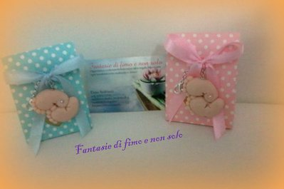 Bomboniera nascita o battesimo con piedini in fimo e scatolina