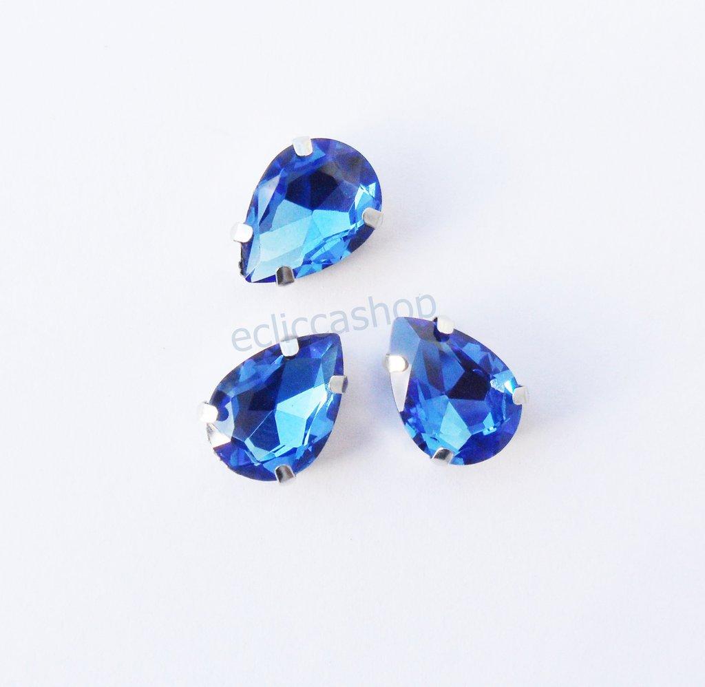 Pietra a goccia in cristallo colore blu. Castone in metallo nikel free 1pz