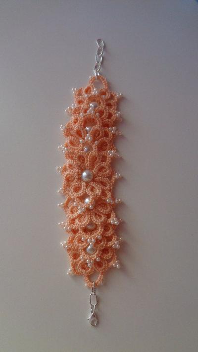 Braccialetto color salmone, tecnica Ankars